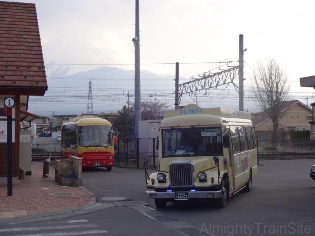 kawaguchiko-retoro-bus