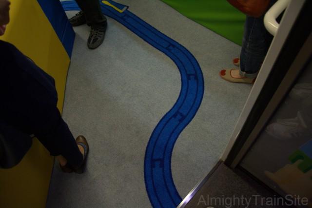 ルームの床にもレールが