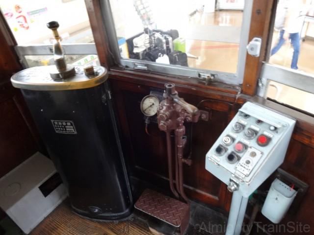 1421-cockpit