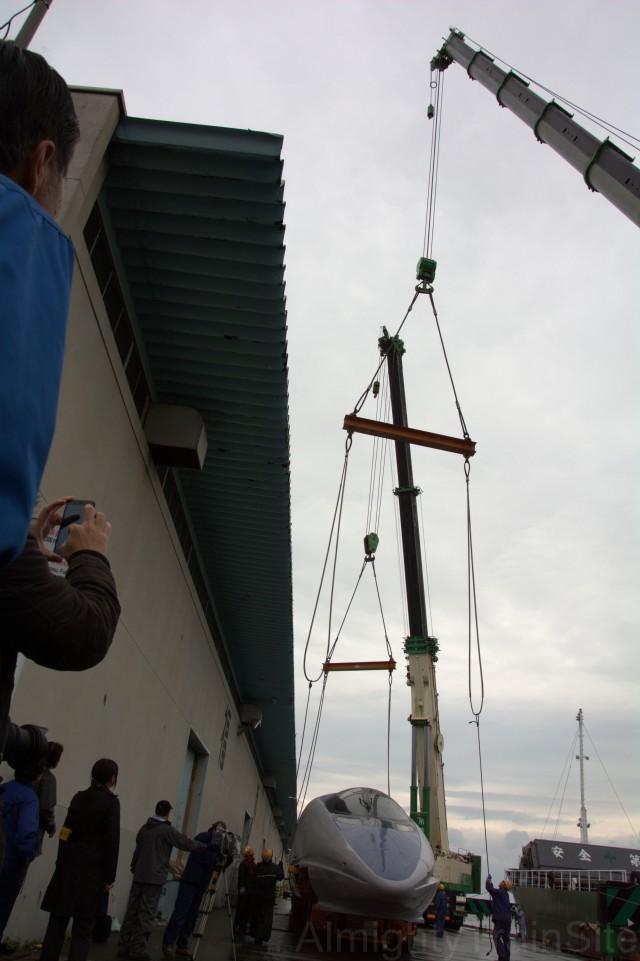 この吊り金具の重量、500kgは超えてそう。