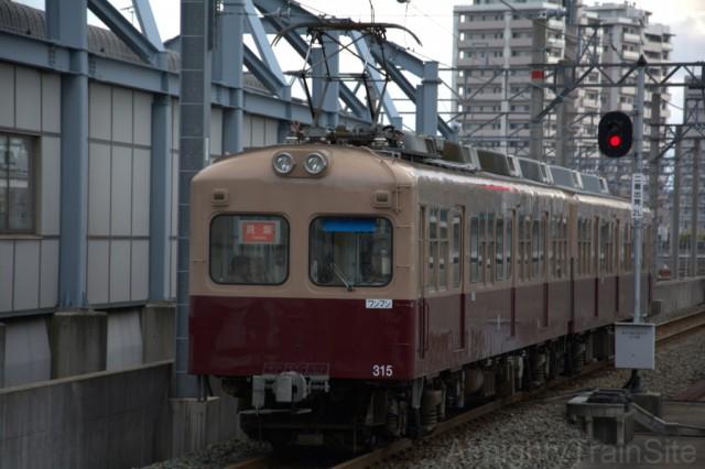 千早駅から名島に向かう313形