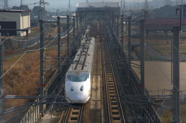 跨線橋から新鳥栖駅を眺める。