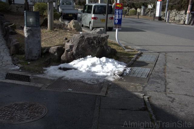 まだ雪が残っておる!