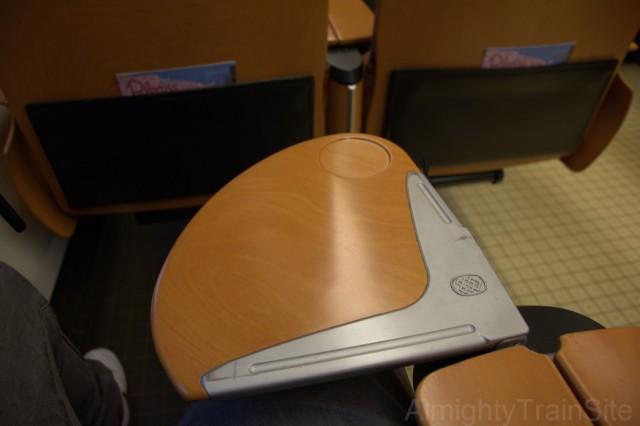 JR九州の特急車両ではお馴染みのテーブル