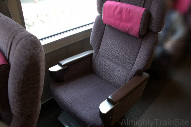 後方の座席の方に配慮して、モザイクをかけております。