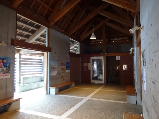 mushigawa-osugi-inside