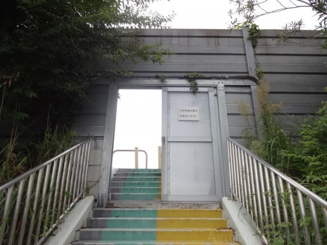 jidosha-gakko-mae-busstop-door