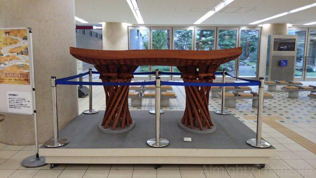駅前の鼓門(つづみもん)の模型